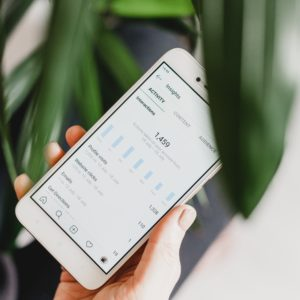 インスタ投稿の「いいね数」が見れない?見れる方法!Instagram公式アプリとブラウザ比較